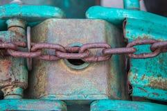 Vieille chaîne et vieille industrie lourde de levage Images libres de droits