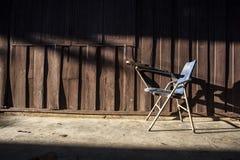 Vieille chaise avec l'éclairage Photos libres de droits