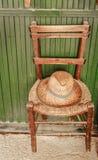 Vieille chaise d'osier et en bois Photo libre de droits