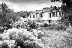 Vieille Chambre abandonnée dans le délabrement Photo stock