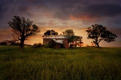 Vieille Chambre abandonnée de ferme de coucher du soleil Images libres de droits