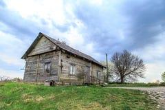 Vieille Chambre en bois dans le pré Photographie stock libre de droits