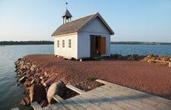 Vieille chapelle blanche dans Marienhamn photo stock