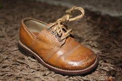 Vieille chaussure classique d'enfants Image libre de droits