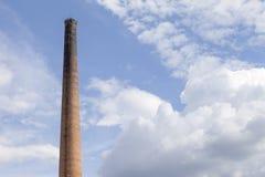 Vieille cheminée industrielle de brique Image libre de droits