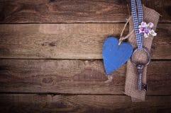 Vieille clé de fer avec un coeur Image stock