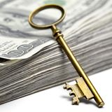 Vieille clé sur l'argent Images stock