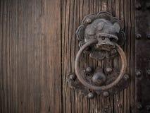 Vieille cloche d'anneau de lion de style chinois Photographie stock