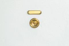 Vieille cloche de porte de vintage avec le fond en pierre Images stock