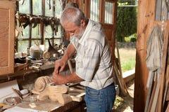 Vieille cloche et charpentier habile Image libre de droits