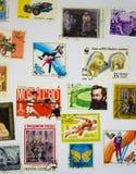 Vieille collection de timbres sur le livre blanc Photo stock