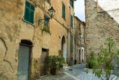 Vieille construction dans la ville d'Imperia Photo stock