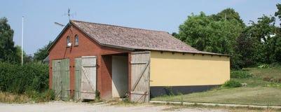 Vieille construction de ferme de grange Photographie stock libre de droits
