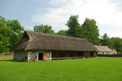 Vieille construction de toit d'herbe Photo stock