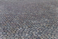 Vieille couche de surface pavée en cailloutis dans Timisoara photo stock