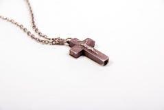 Vieille croix argentée de collier Photographie stock