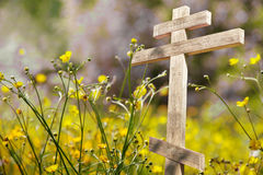Vieille croix en bois au soleil Image libre de droits