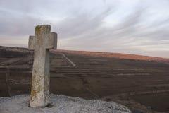 Vieille croix orthodoxe en pierre dans vieil Orhei Moldau Image stock