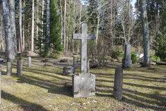 Vieille croix sur le 19ème - cimetière du 20ème siècle Photos libres de droits