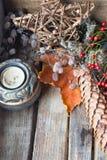 Vieille décoration de Noël Bougie, étoile et cône Place pour le texte Photos stock