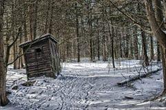 Vieille dépendance pendant l'hiver Image libre de droits