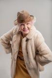Vieille dame élégante appréciant le tir de photo Photographie stock libre de droits