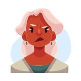 Vieille dame d'une chevelure grise, expression du visage fâchée Image libre de droits