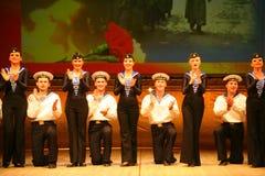 Vieille danse russe nationale traditionnelle acrobatique Yablochko de marin Images stock