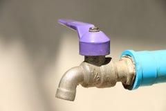 Vieille eau du robinet Photographie stock libre de droits