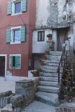 Vieille entrée de bâtiment de pictoreque à la côte méditerranéenne Photo libre de droits