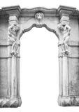 Vieille entrée en pierre blanche avec les statues qui soutiennent les colonnes images stock