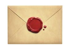 Vieille enveloppe de lettre avec le joint de cire d'isolement photos stock