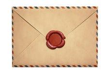 Vieille enveloppe de lettre par avion avec le joint rouge de cire d'isolement images libres de droits
