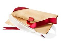Vieille enveloppe, plan rapproché de stylo de cannette Images libres de droits