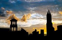 Vieille et neuve d'architecture silhouette de Changhaï Photographie stock libre de droits