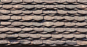 Vieille et sale tuile de toit en bois Photo stock