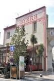 Vieille façade d'entrée de l'usine de Byrrh photos libres de droits
