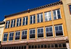 Vieille façade d'immeuble de bureaux Image stock