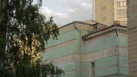 Vieille façade de bâtiment d'architecture banque de vidéos