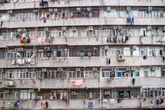 Vieille façade résidentielle traditionnelle construisant Hong Kong Photo stock