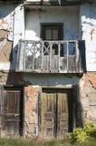 Vieille façade rurale grunge abandonnée de maison Photographie stock libre de droits
