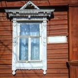 Vieille façade russe traditionnelle de maison Images stock