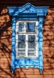 Vieille façade russe traditionnelle de maison Photographie stock