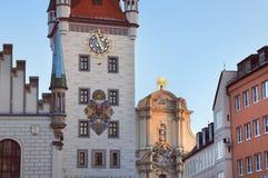 Vieille façade d'hôtel de ville à Munich Image stock