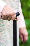 Vieille femme agée marchant avec le bâton Image libre de droits