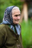 Vieille femme d'agriculteur extérieure Image stock