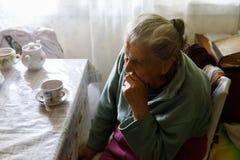 Vieille femme seule Photographie stock libre de droits