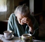 Vieille femme seule Photo libre de droits