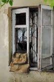 Vieille fenêtre cassée Photographie stock libre de droits