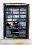 Vieille fenêtre cassée Images libres de droits